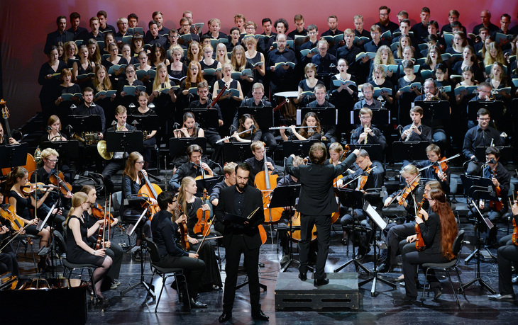 Collegium Musicum on stage at Theater Aachen